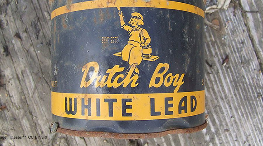 Rusty can of Dutchboy White Lead paint,Image: Thester11, CC BY 3.0